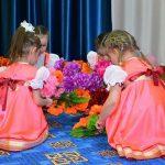 Танец цветов от воспитанниц МБДОУ «Детский сад №3 «Ручеёк» п. Тура»