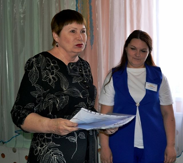 Председатель конкурсной комиссии Жук К.И. вручает Диплом победителя Кирута И.Р.